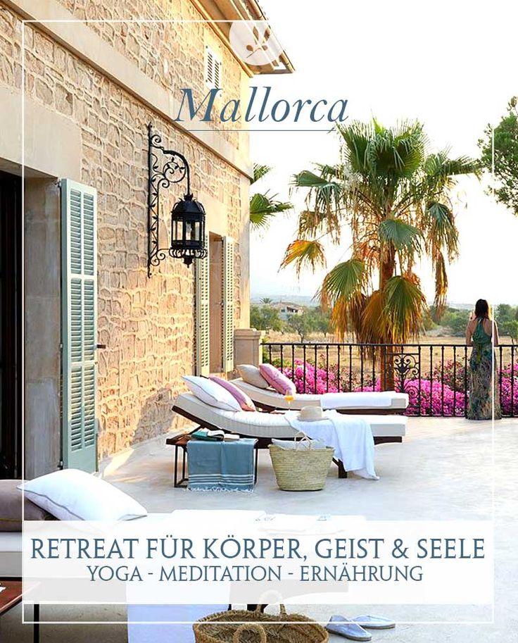 Das luxuriöse Land-Hotel Cal Reiet Holistic Retreat im Süden Mallorcas ist, wie der Name schon verrät, ein Wellnesshotel, das auf Erholung durch ganzheitliche Anwendungen setzt. Das elegente SPA Hotel im Süden Mallorcas ist ein Refugium für Körper, Seele und Geist. Wer seinen Urlaub in diesem eleganten Herrenhaus verbringt, erfährt pure Entspannung durch Ruhe, Massagen, Beautyanwendungen, Yoga und Meditation. Wahrlich ein perfekter Ort, um die Seele baumeln zu lassen.