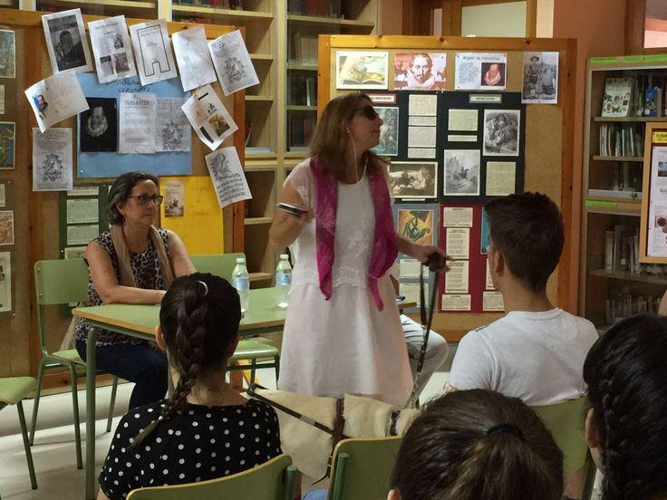 La Asociación de personas lectoras de Cádiz está integrada por un grupo de voluntarios amantes de la lectura, que sin ánimo de lucro, se dedica a leer a distintos colectivos como personas con discapacidad visual u hospitalizadas, ancianos, presos, niños y jóvenes.