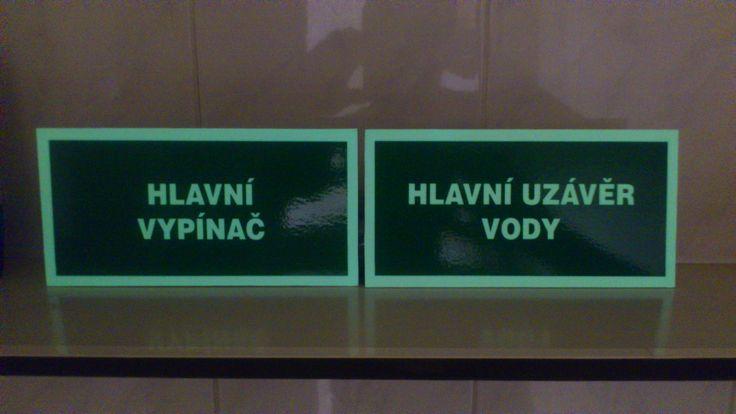 fotoluminiscenční tabulky