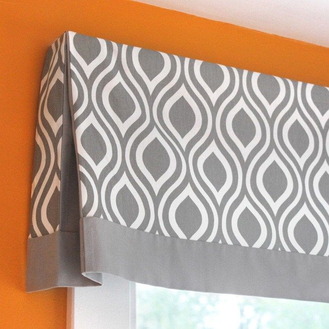 DIY No Sew Valance Tutorial with pleated corner  | http://www.phomz.com/category/Valance/
