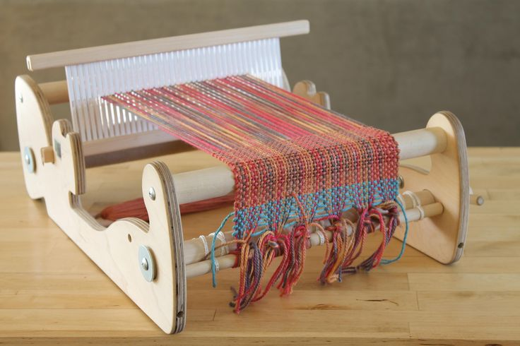 The entire warping process demonstrated in less than 3 minutes - Rigid Heddle Weaving.