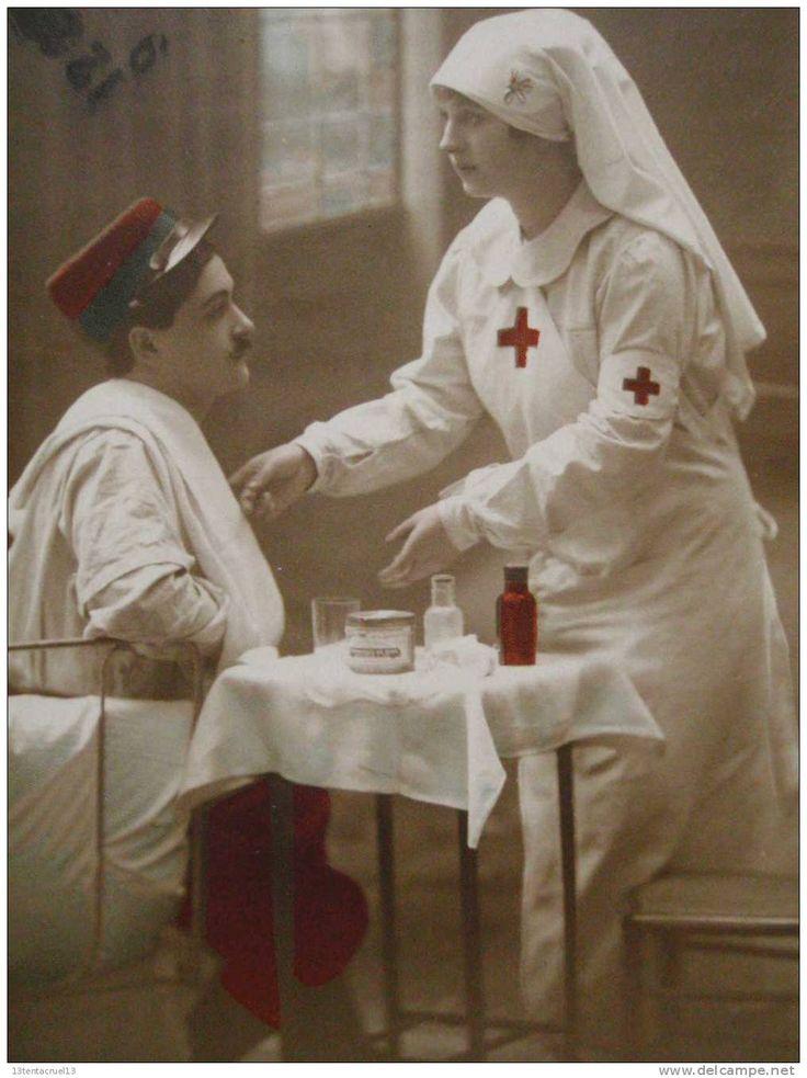 Guerre - Soldat infirmiere medicaments  croix rouge red cross ,trés bon état