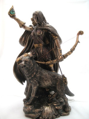NORSE MYTHOLOGY SKADI BOWHUNTING STATUE.