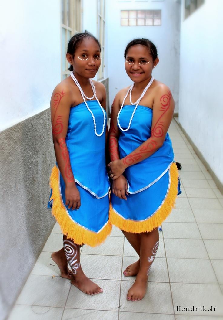 Papua dancer woman PSBI 2013