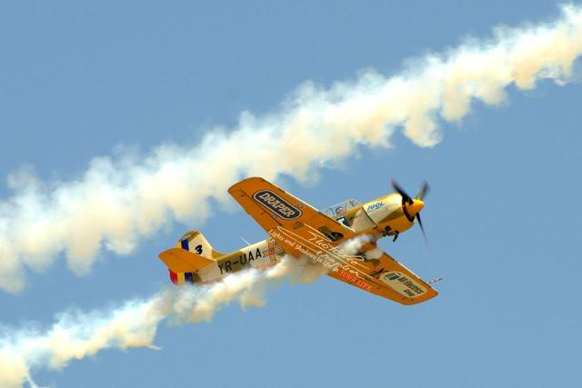 IACARII ACROBATI – Acrobatic Yakkers – YAK 52
