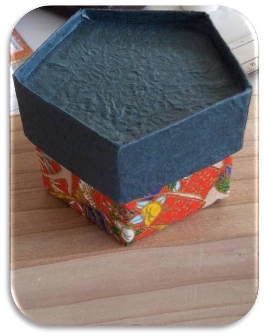 alhajerito, cajita pentagonal con tetrapak de leche y decorada con auténtico papel japonés, podríamos decir que es medio reciclado