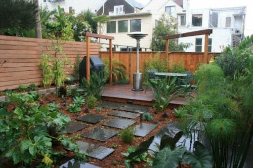 A modern Horizontal Fence.Small Backyards, Decks Design, Gardens, Outdoor Decks, Backyards Design, Paxton Gates, Backyards Ideas, Fence Design, Backyards Landscapes