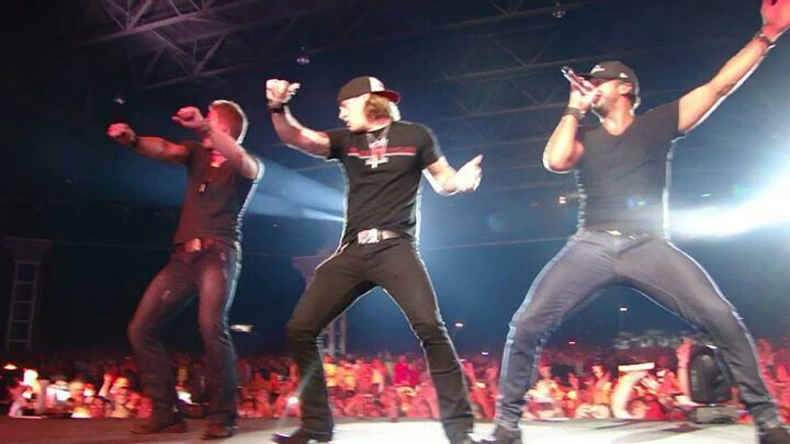 "Luke Bryan ""Shakin' it"" with the Florida Georgia Line guys. #DirtRoadDiariesTour2013.....hot damn!"