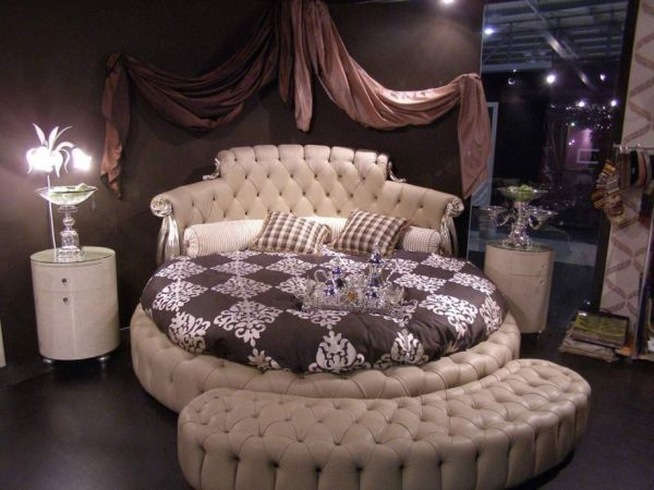 Lavish and luxurious bedroom design using a round bed