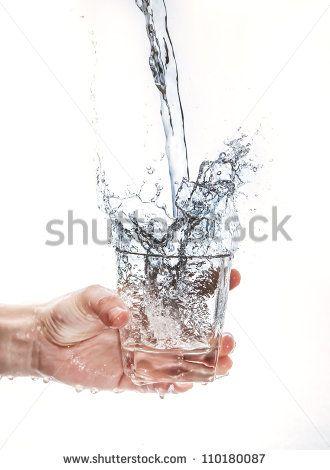 , 컵을 들고 물 튀는 - 포토