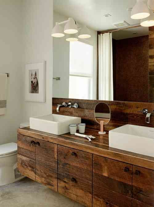 salle de bain avec déco rustique