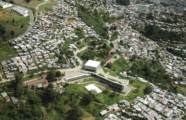 Gallery - Antonio Derka School / Obranegra Arquitectos - 12