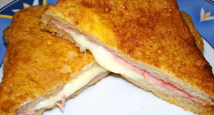 Hogy ne legyen egyhangú mindig ugyanúgy enni a bundás kenyeret, és így készítve imádja az egész család, főleg hogy a sajt nyúlik benne. A kenyeret nyugodtan csinálhatjuk rendes kenyérrel is.