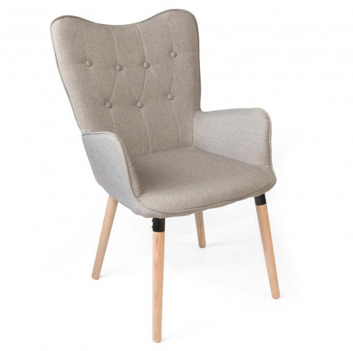 Sillón Claire tapizado en poliéster con patas de madera de haya maciza Este sillón diseño contemporáneo dará un toque de diseño al salón.E