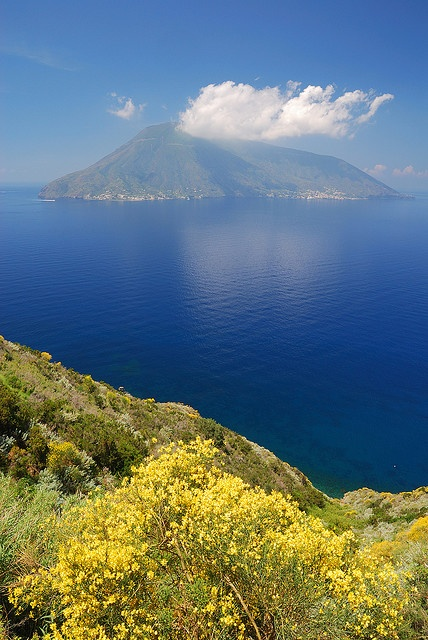 Salina - Eolie, Sicily, Italy - combine a week of hiking in the Aeolian Isles with a week on Sicily with Grassroutes