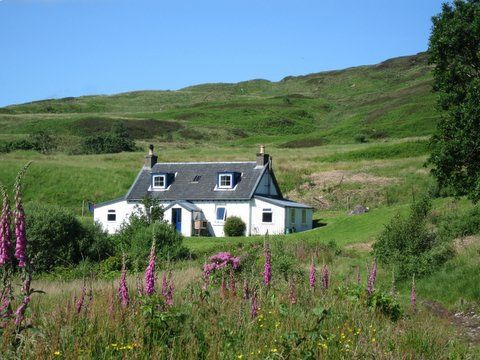 Carna Holiday Cottage, Loch Sunart, Isle of Carna. Scotland. Accepts Dogs & Small Pets. Pet Friendly. Travel. Holiday.
