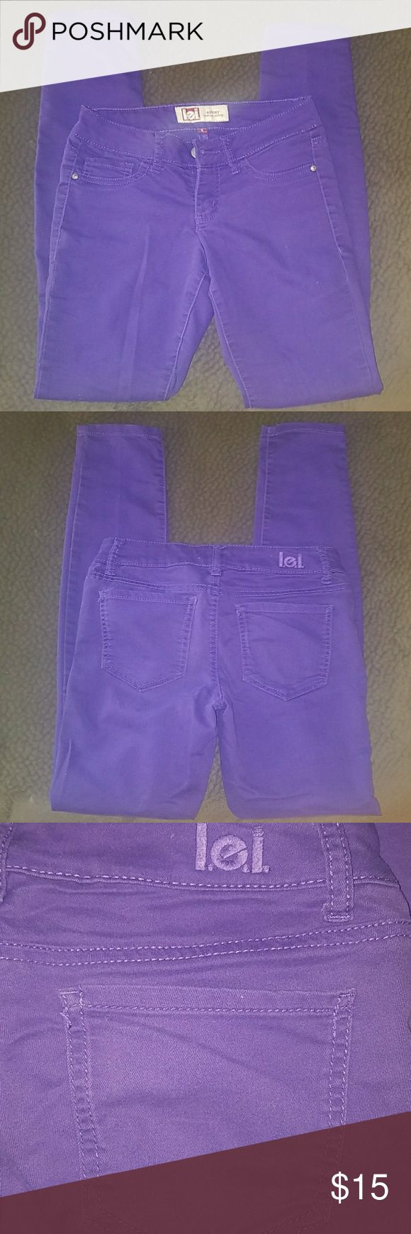 """Purple LEI lowrise skinny juniors pants size 1 Purple LEI pants (they look like jeans, but it's not denim - it's a stretchy pant material). Style is """"Ashley"""" lowrise skinny. Juniors size 1. Laying flat measures 14"""" across with 29"""" inseam. lei Pants"""