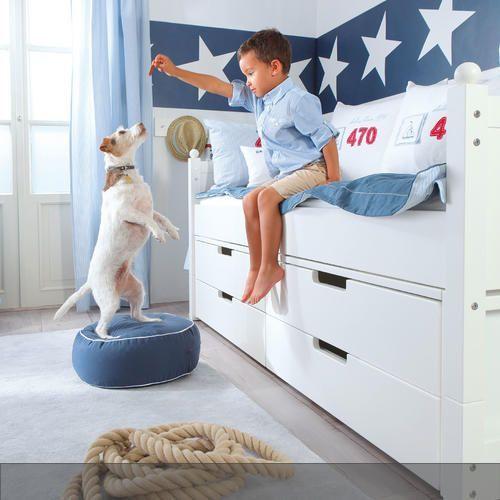 Für die Kapitäne und Seefahrer von Morgen: Kinderzimmer mit Kojenbett im modernen Marine-Stil von Annette Frank.