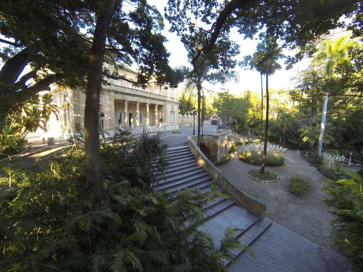 Casa palacio de los loring heredia en el jard n bot nico for Jardin botanico la concepcion