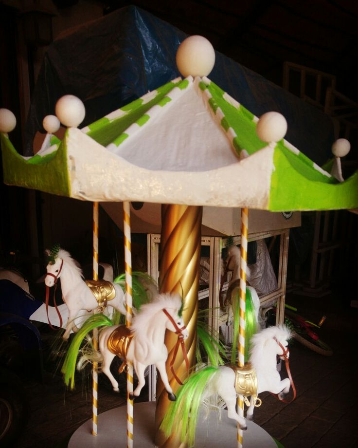 Lovely Carousel carnival center piece. 840cm in height.