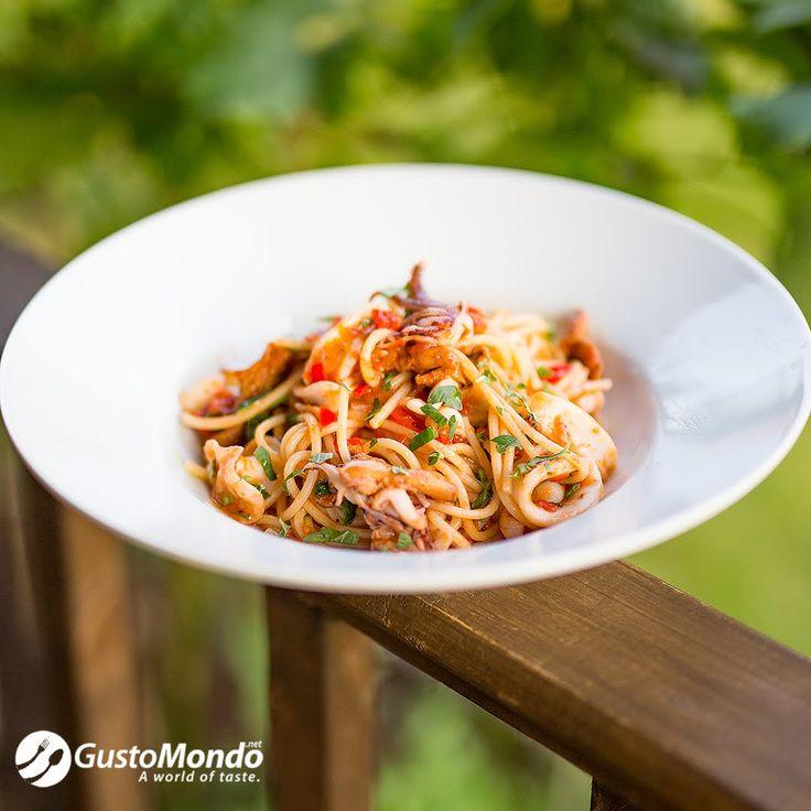 Squid and roasted tomato spaghetti recipe | Gustomondo