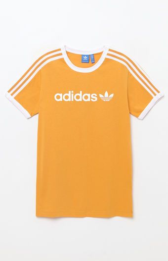 Go retro on top with this street-style-approved tee by adidas. The Linear T-Shirt has a ringer-style design, an adidas logo printed across the chest, and 3-Stripes detailing on the sleeves.    Ringer-style tee  adidas logo on chest  3-Stripes detailing on sleeves  Crew neck  Short sleeves  Machine washable