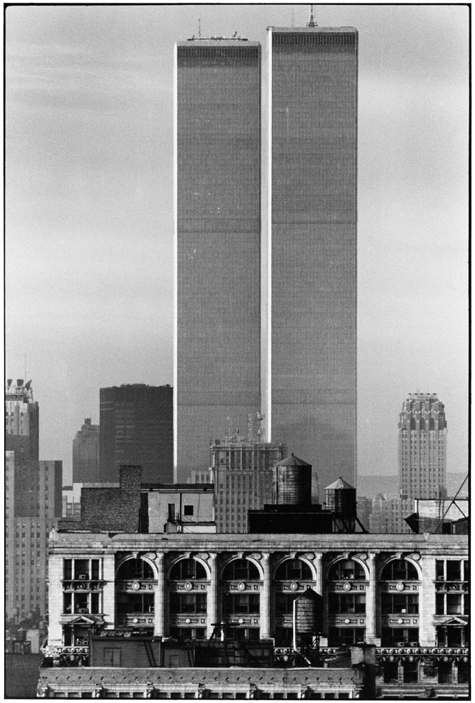Elliott Erwitt, New York, Twin Towers, USA, 1979. © Elliott Erwitt / Magnum Photos  http://www.magnumphotos.com/image/NYC84502.html