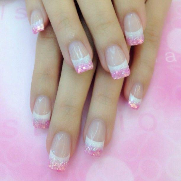 Nail manicure - Wit met Lichtroze en Glitter.