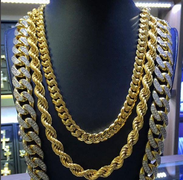 From simple, classic styles to diamond encrusted designs, men's gold chains are the ultimate piece of men's jewelry. Admired by the world's hottest celebrities and hip hop artists...