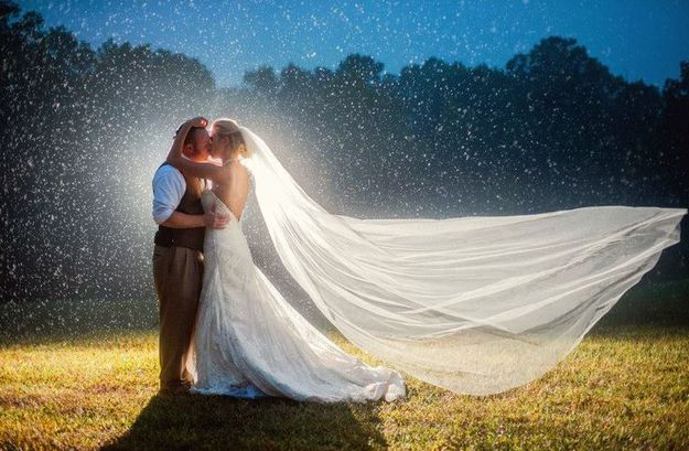And that's what matters most. | 24 Couples Who Absolutely Nailed Their Rainy Day Wedding