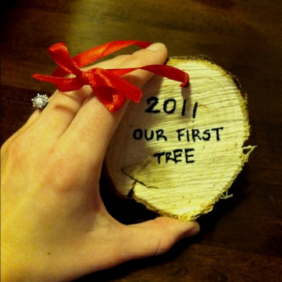 What a great way memorialize a special moment, plus i just love tree ornaments!