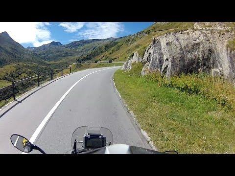 È a più di duemila metri d'altezza la splendida strada delle Alpi Svizzere