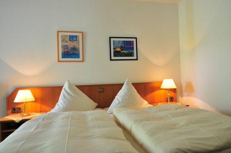 Unser AKZENT Hotel Zur Grünen Eiche in Behringen-Bispingen bietet Ihnen 40 exklusiv eingerichtete Doppel- und 5 Einzelzimmer. Unsere Gästen steht ein kostenloses W-Lan Netz zur Verfügung.