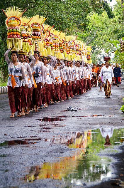 On the way to the temple ❀  Bali Floating Leaf Eco-Retreat ❀ balifloatingleaf.com ❀