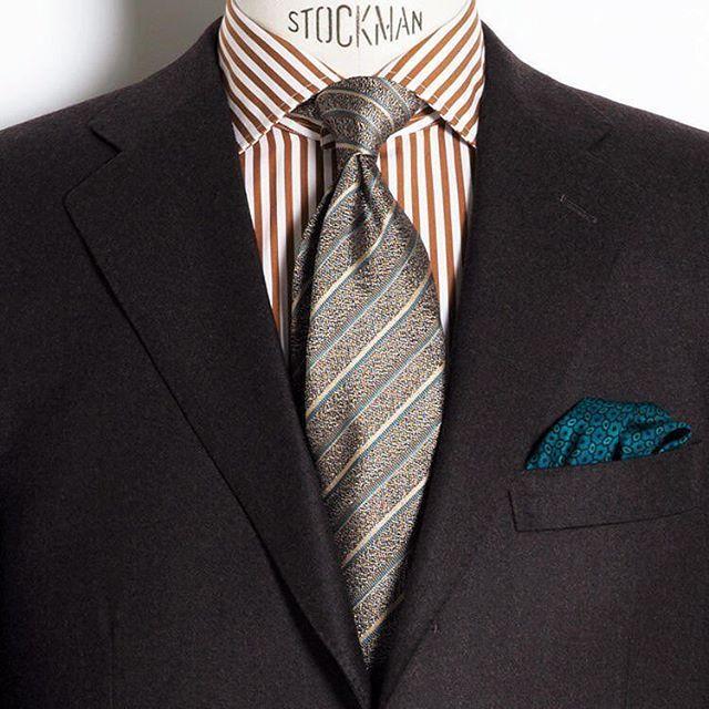 コーディネイト評価シリーズ。ブラウンのジャケットとオレンジのロンドンストライプシャツがバッチリ。ネクタイの色合わせもOK。ただチーフがグリーンなのは挿し色としてなのかな。 http://www.do-company.co.jp オーダースーツ専門店DoCompany  #スーツ姿 #スーツ #ジャケット #ジャケットコーデ #今日の服 #今日のコーデ #今日のコーディネート #アパレル #ジャケットスタイル #スーツ姿 #スーツ萌え #スーツ男子 #スーツコーデ #ブランド #ドゥ・カンパニー