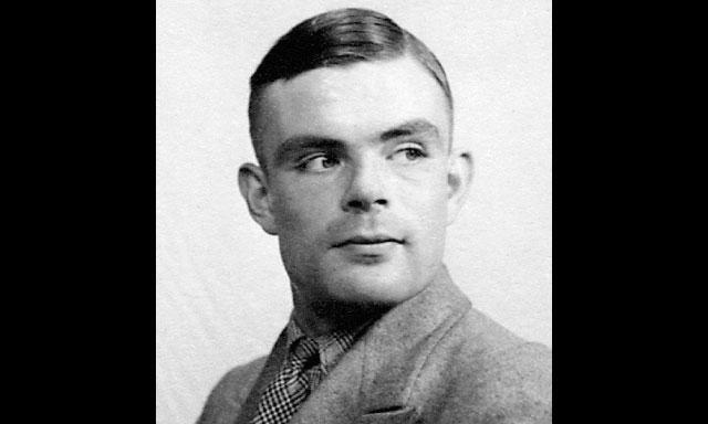 REHABILITADO. Alan Touring fue condenado a la castración química por la misma ley que encarceló a Oscar Wilde. Se suicidó comiendo una manzana envenenada con cianuro.