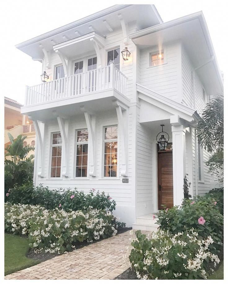 Simple Beach House With Great Curb Appeal In Naples Florida Beachhouse Curbappeal Coastalcottage Beach House Design Luxury Beach House Beach House Interior