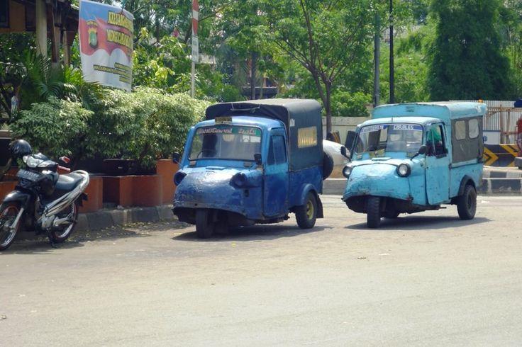 Pada sekitar akhir 1980-an, karena usia rata-rata kendaraan yang sudah cukup tua serta polusi yang tinggi, Pemerintah Kota Malang mulai coba untuk melakukan peremajaan terhadap bemo. Namun hal ini mendapat penolakan dari para supir bemo yang pada saat itu jumlahnya memang sangat banyak.