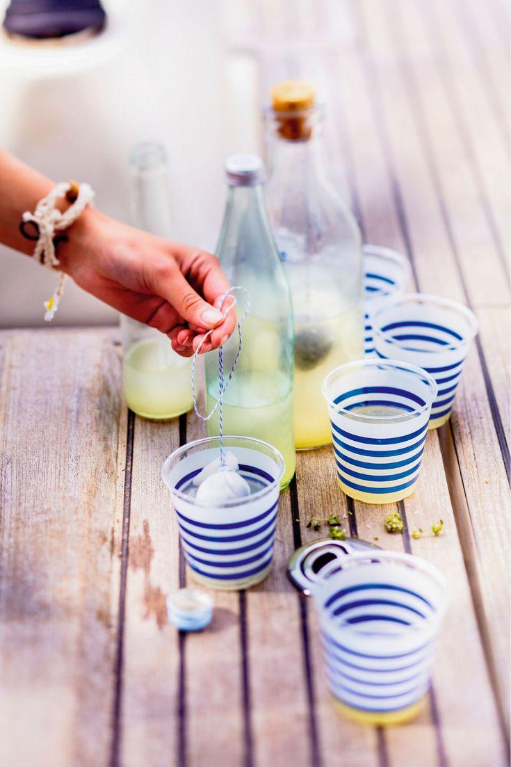Recette : citronnade au thym ! LA boisson incontournable de l'été ! A consommer bien fraîche, cette variante ravira les petits et les grands gourmands.