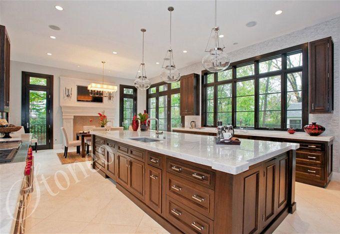 Biały blat marmurowy w kuchni