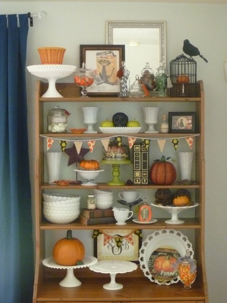 halloween decorating ideas...possibly borrow some goodies from mom