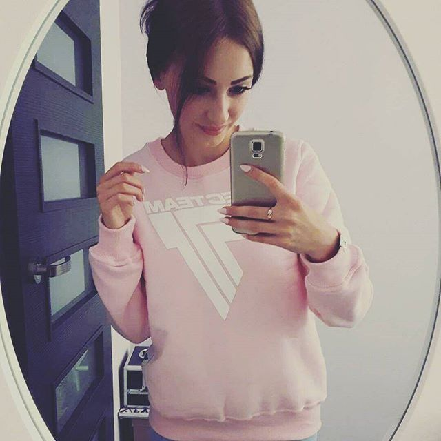 PINKY #sweatshirt is back :) #trecgirl #stylizacja #stylizacje #moda #fashion #streetfashion #fitnessfashion #gymwear #gymclothes #pink #gymclothing #sportswear #trec #selfie #instapic #fitness #fit #polishgirl #pastelove #pastels #pastele #nails #collection #styl #style #instafit @kornelia_maslana @trecwear @trecnutrition