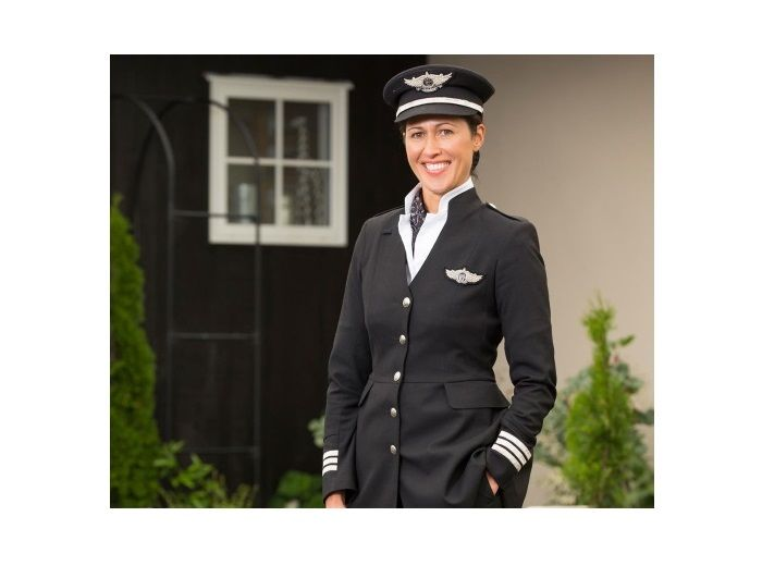 Angela Swann-Cronin (40) the first Maori female pilot in the Royal NZ Air Force. Photo Credit: NZ Woman's Weekly.
