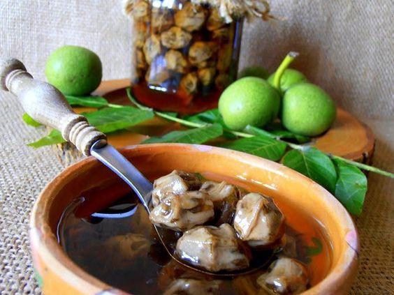 Nucile verzi sunt deliciile lunii iunie și poți profita de ele pentru a face o reteta de dulceata de nuci verzi delicioasă, ca la bunica.