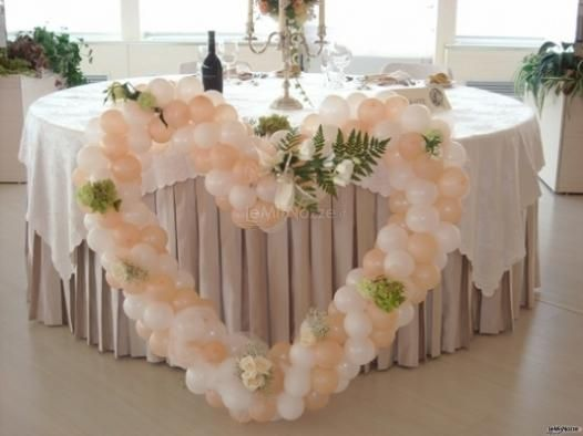 Allestimento per #matrimonio con fiori e palloncini