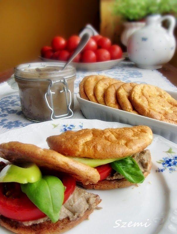 Egy totál ch mentes valami, ami a kenyér illúzióját adja.. egy totális fehérje puffancs.. :))  Ahol találtam, ott Atkins zsemleként sze...