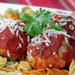 Fast and Friendly Meatballs | Oven-baked turkey meatballs ready in 30-minutes! Repin for a easy weeknight dinner!