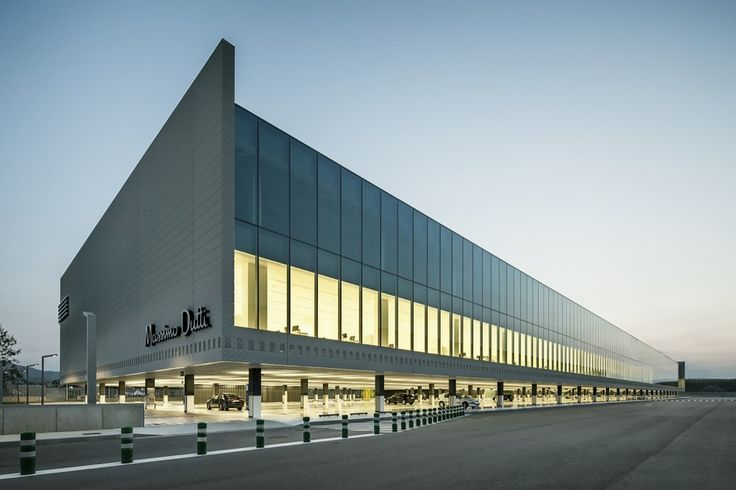 Nuevas Oficinas de Massimo Dutti en Tordera  / Battle i Roig Architectes