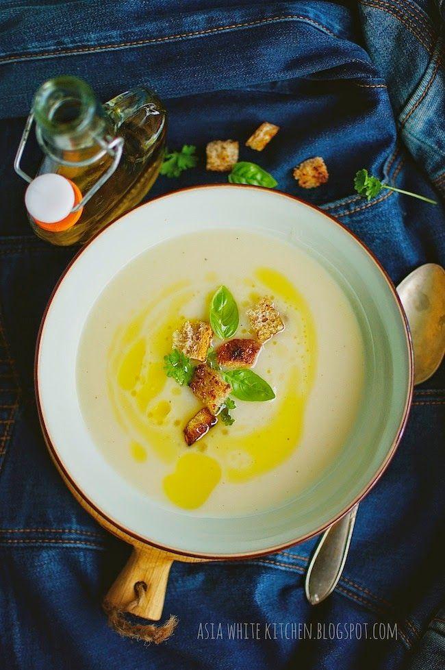 Asia's White Kitchen: Zupa krem kalafiorowo ziemniaczany z grzankami