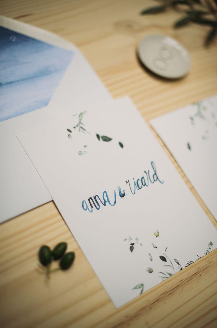 Invitación de boda en acuarela Eco Slow con eucaliptos.  Lettering con sobre forrado en mancha